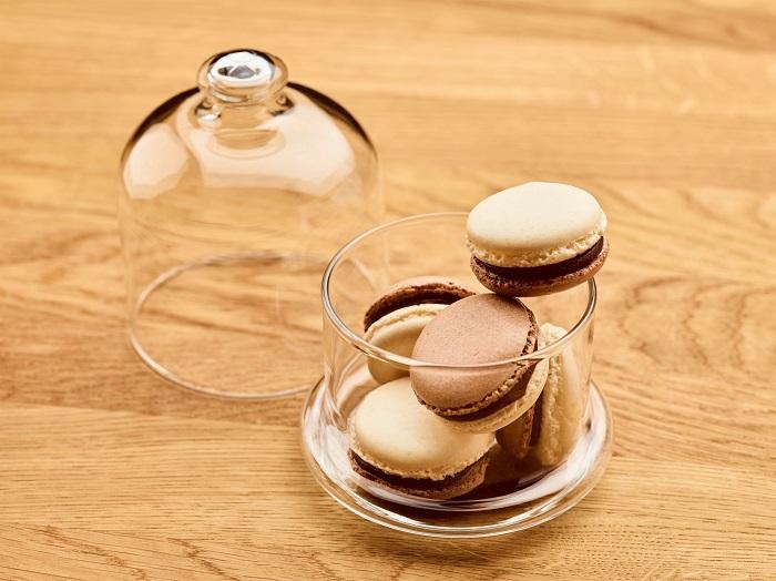 Schokoladen-Macarons mit gerächter und gesalzener Ganache